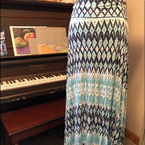 Beautiful Maxi Skirt by Design history size M
